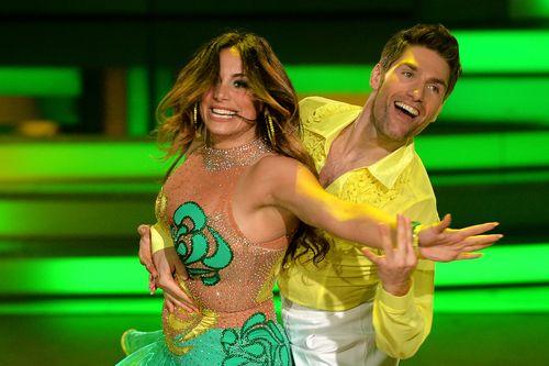 Enissa Amani und Christian Polanc tanzen zuerst einen Quickstep, anschließend Hip Hop