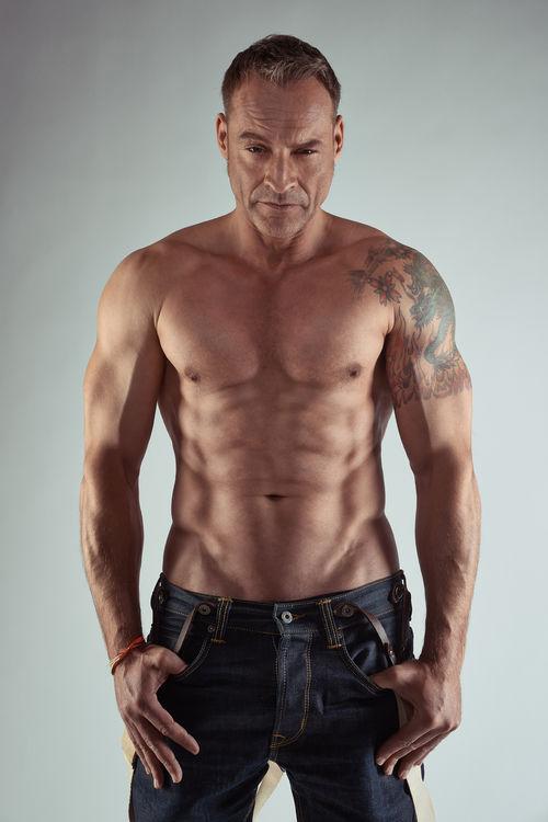 Kai Noll hat ein riesiges Drachen-Tattoo