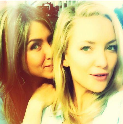"""Kate Hudson und Jennifer Aniston am Set von """"Mother's Day"""""""