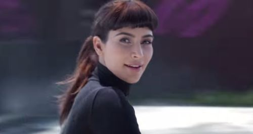 """Kim Kardashian schlüpfte für das Werbevideo von """"Hype"""" in die Rollen verschiedener Ikonen"""