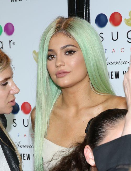 Kylie Jenner hat sich sehr verändert und hängt mit den falschen Leuten ab, heißt es