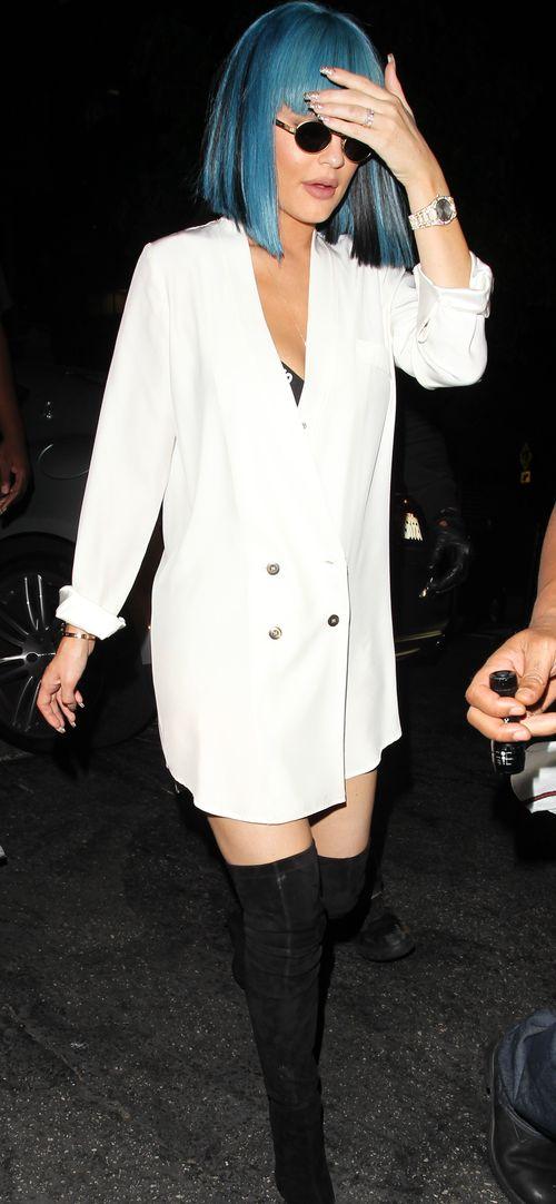 Kylie Jenner trägt ihre Haare seit Neuestem blau und kurz