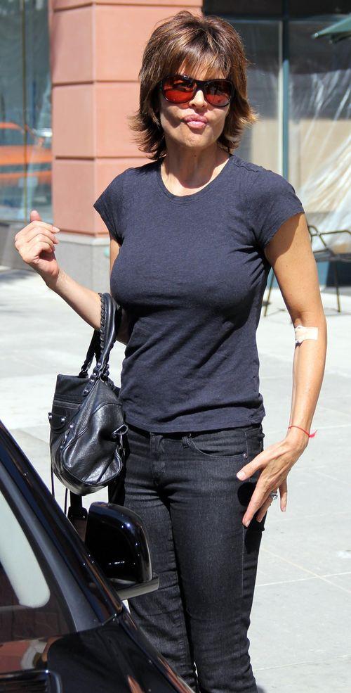 Lisa Rinna In T Shirt 08 Hot Girls Wallpaper