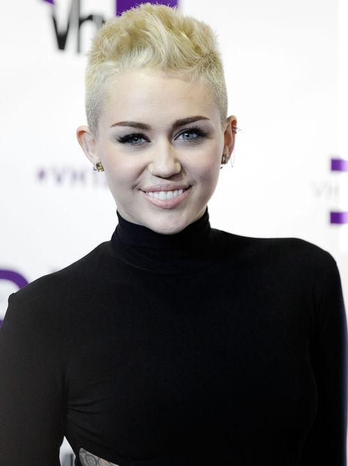 Miley Cyrus sorgt mit einem kuriosen Bild für Aufregung im Internet
