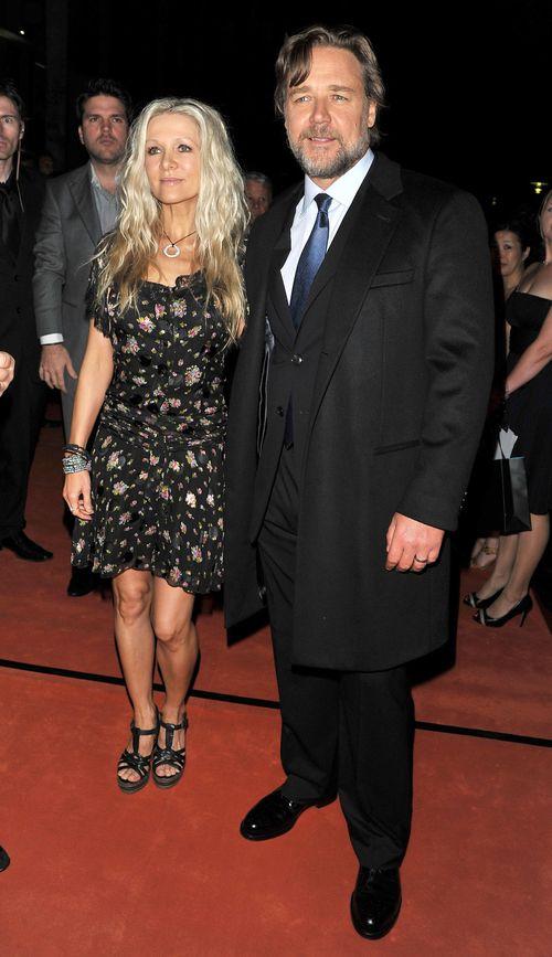 Russell Crowe will um seine Noch-Ehefrau kämpfen