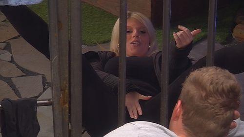 Sharon plaudert aus dem Nähkästchen