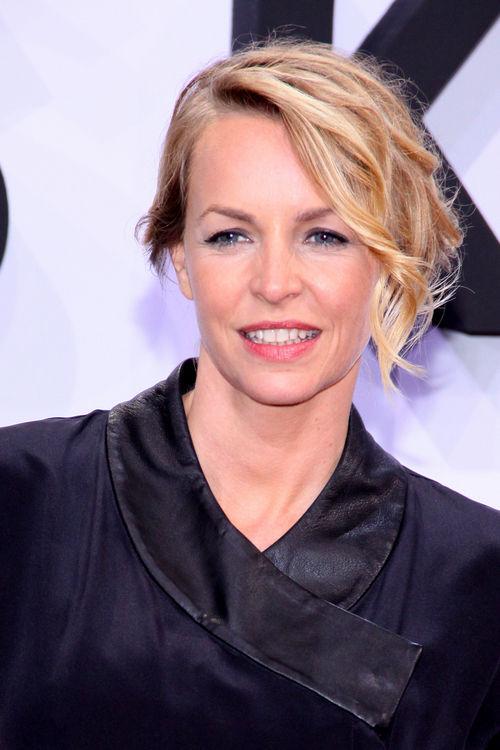 <b>Simone Hanselmann</b> ist frischgebackene Mutter - simone-hanselmann-mit-hochgesteckten-haaren