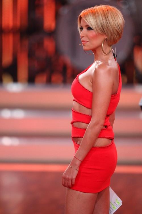 Sylvie van der Vaart, Let's Dance - Sylvie van der Vaart wird für ihre Moderationsleistung bei Let's Dance kritisiert