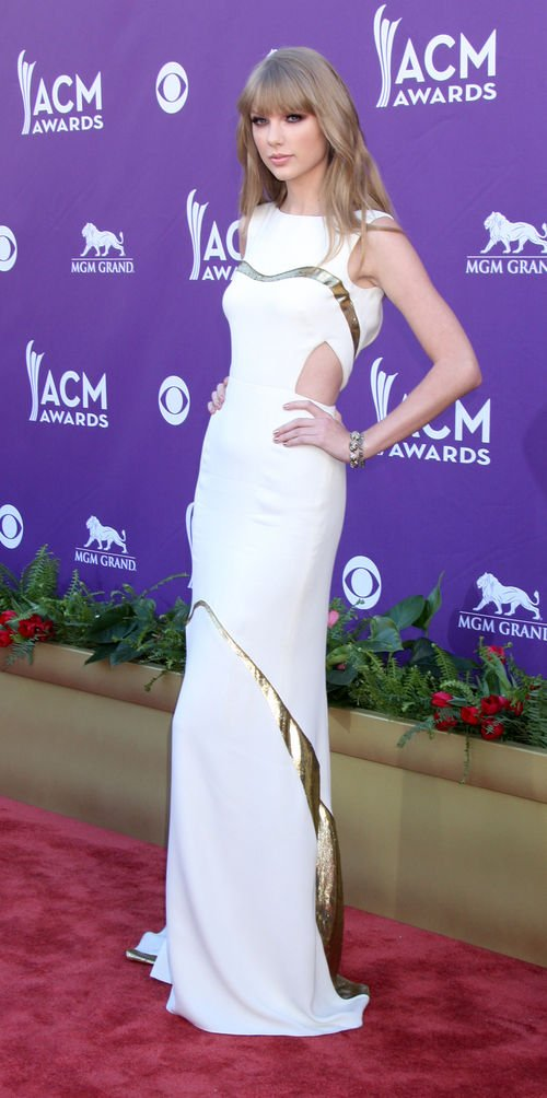 Taylor Swift zeigte sich im sexy Cut-Out- Dress anlässlich der Academy of Country Music Awards 2012