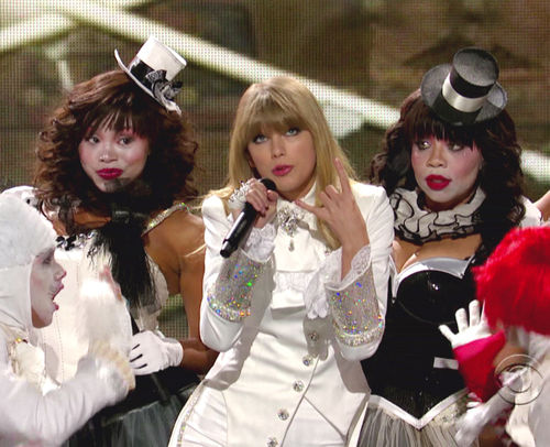 Taylor Swift performte bei den Grammys