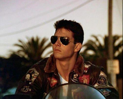1986 überzeugte ein junger Tom Cruise als Kampfpilot und flog sich somit in viele Herzen