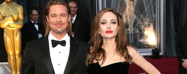Angelna Jolie und Brad Pitt in Schwarz