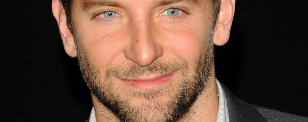 Bradley Cooper Portrait mit offenem Hemd