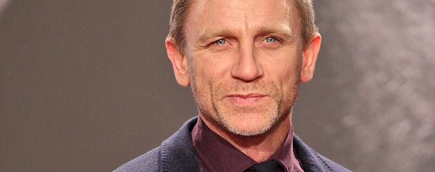 Daniel Craig im blauen Jackett