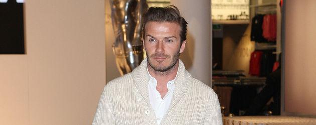David Beckham in Jeans und Cardigan