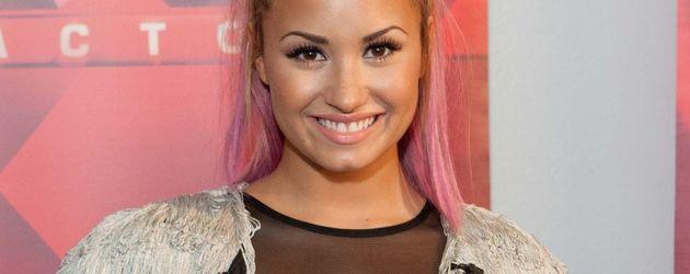 Demi Lovato in einer Fransen-Jacke