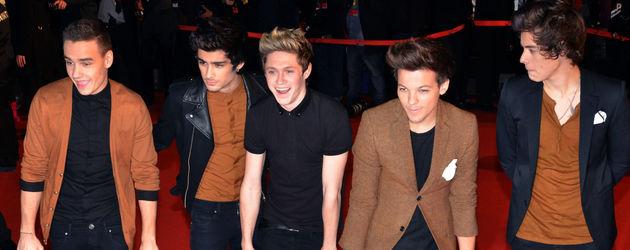 Die Band One Direction auf dem roten Teppich