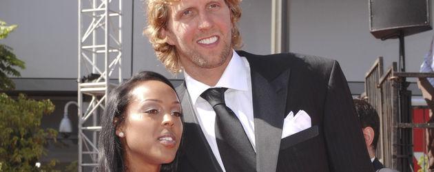 Dirk Nowitzki mit seiner Verlobten Jessica Olsson