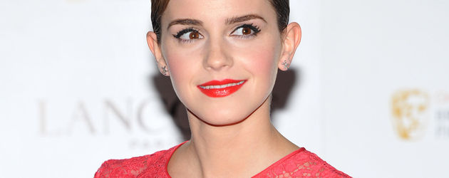 Emma Watson elegant in zartem Rot-Ton