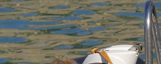 Geri Halliwell sitzt auf dem Boot