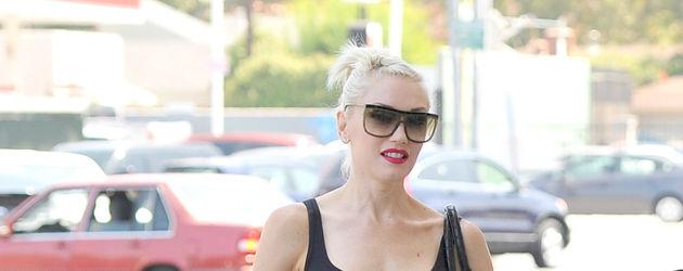 Gwen Stefani in weiten Hosen