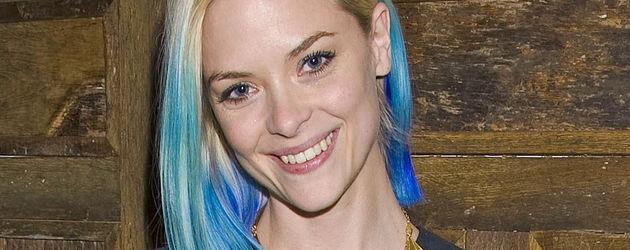 Jaime King hat blaue Haare