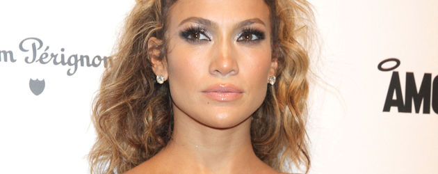 Jennifer Lopez mit Fakelashes im blauen Tube-Dress