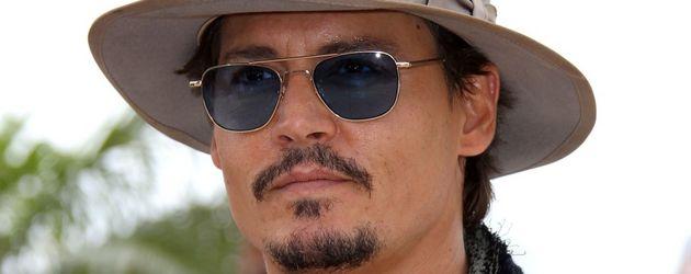 Johnny Depp ganz cool mit Hut und Sonnenbrille