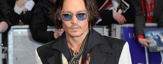 Johnny Depp mit einem schwarz-weißen Jackett
