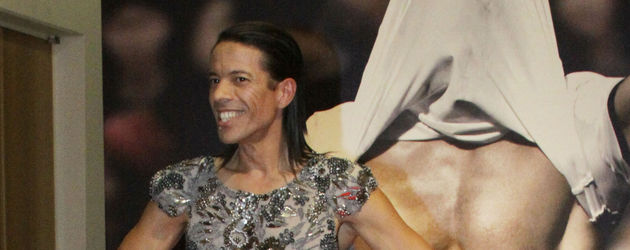Jorge Gonzalez posiert vor Waschbrettbauch 2