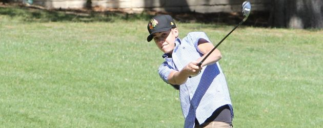 Justin beim Golfen