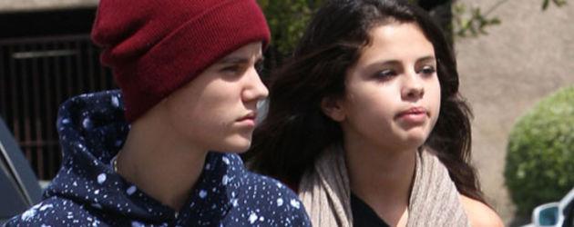 Justin Bieber und Selena Gomez gucken ernst