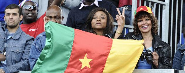 Kamerun Flagge mit Fans