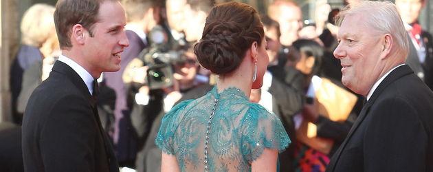 Kate Middleton im Spitzenkleid von hinten
