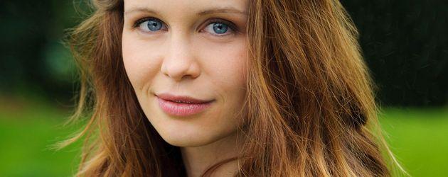 Katharina Woschek im tanktop
