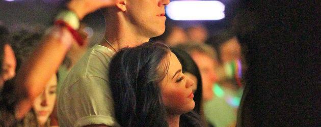 Katy Perry kuschelt auf dem Coachella