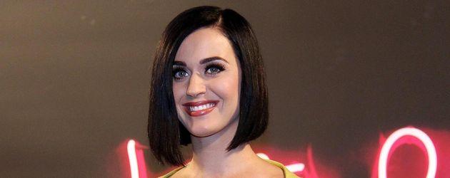 Katy Perry mit schwarzem Bob