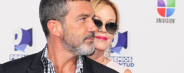 Melanie Griffith umarmt Antonio Banderas