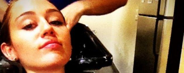 Miley Cyrus mit Happy beim Friseur