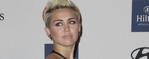 Miley Cyrus zeigt setlich viel Haut