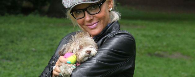 Natascha Ochsenknecht mit ihrem Hund Cupcake