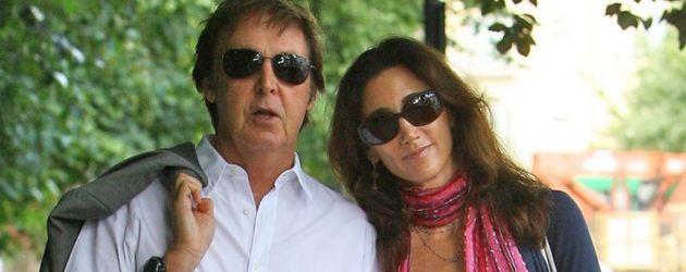 Paul McCartney mit seiner Verlobten