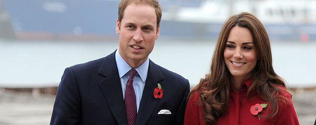 Prinz William und Herzogin Kate mit Blumen