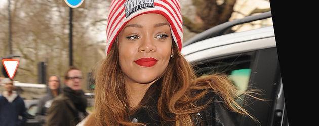 Rihanna mit einer schwarzen Lederjacke