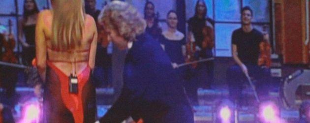 Sarah Connor im freizügigen Kleid
