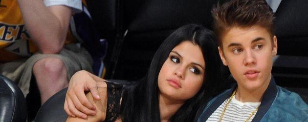 Selena Gomez lehnt sich bei Justin Bieber an