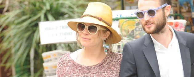 Sienna Miller mit Hut und Babybauch
