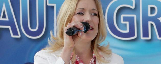 Stefanie Hertel mit Mikro