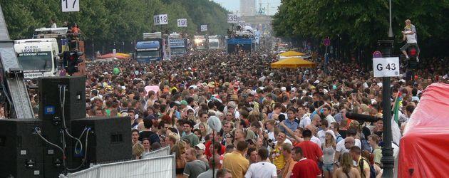 Tausend Menschen auf der Loveparade