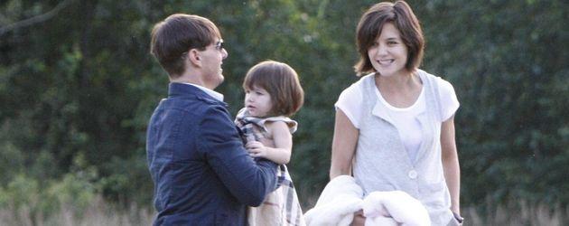 Tom Cruise und Katie Holmes mit Suri im Burberry-Kleid